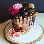 Chocolate_and_pink_roses