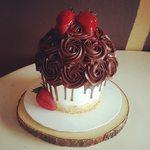 Chocolate_strawberry_cupcake