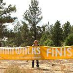 Americorps_volunteers_at_finish_line