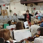 Cathy Monroe conducts Westminster Strings