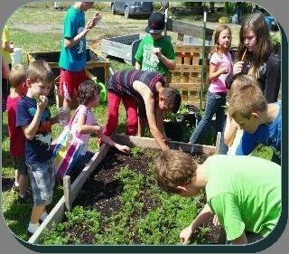 Kids in garden (320x281).jpg