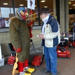 Turkey Dan chats with Safeway customer