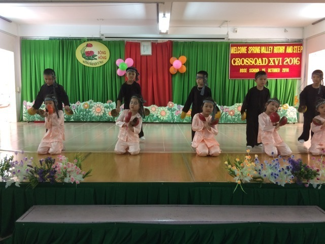 Rose kids perform