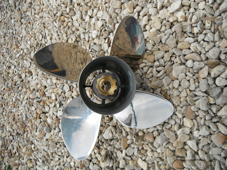 Michigan Wheel Apollo 4 bladed Propeller Supplied to a customer with a Bayliner 18 Bowrider fitted with a Mercruiser 135 HP 3.0 Litre Alpha One st...