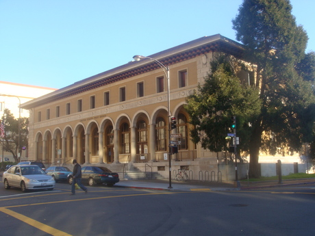 BERKELEY_MAIN_POST_OFFICE_____2013_STAR_ALLIANCE_MEDIA___PHOTO_B