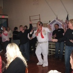 Elvis entertains.....