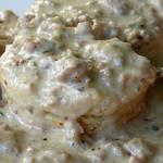 Sausage_gravy_biscuits