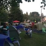 Camping_outside_lamar_gunn_s_office_on_division_street_2016_4