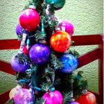 DIY: Paint Splattered X-mas Ornaments!