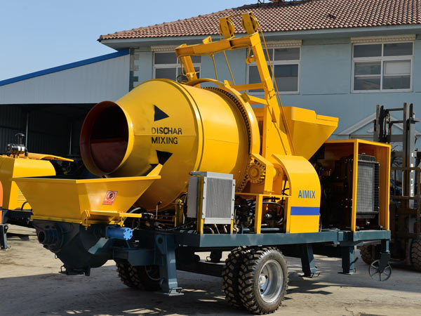 concrete mixer with pump.jpg