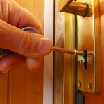 Important Guidelines To Follow When Tracing The Right Locksmith In Your Region