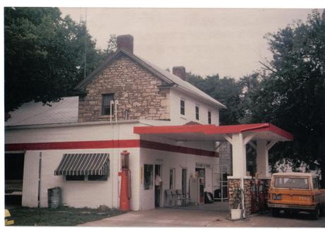 1977_gas_station