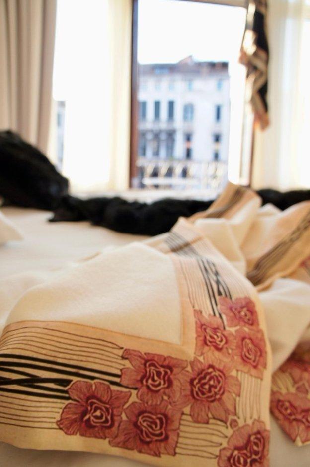 luxury cashmere blankets