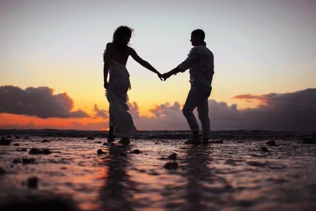 Beach_captions_for_couples.jpg